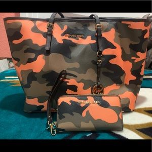 Camo purse and matching wallet